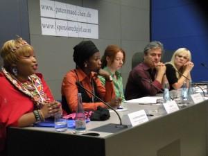 Das Podium v.l.n.r.: Lucy Mashua, Sister Fa, Simone Schwarz, Martin Umbach, Ines Laufer