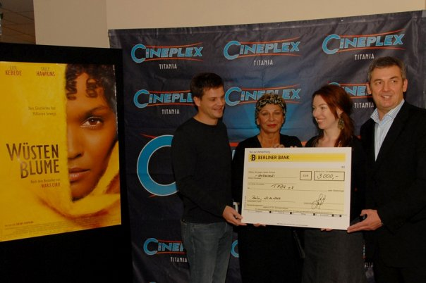 3.000,-€ von Cineplex für TABU e.V.